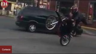 Candidata diputada se olvida de la política y se divierte en motocicleta
