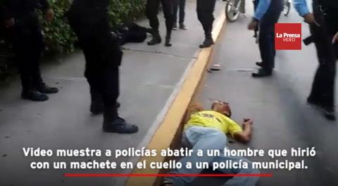 Video muestra a policías abatir a un hombre que hirió con un machete en el cuello a un policía municipal