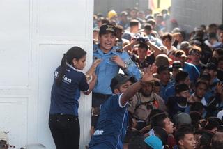 El policía que se convirtió en héroe en la tragedia del Nacional al salvar la vida de 10 niños