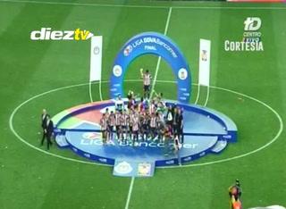 Chivas es campeón de la Liga Mx tras vencer 2-1 (Global 4-3) a los Tigres, es su corona número 12 de la historia