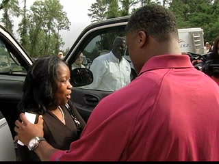 Warrick Dunn surprises new homeowner