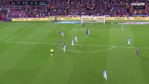 Iniesta anota el segundo para el Barcelona ante el Málaga