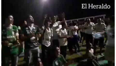 Hinchada de Platense canta a su equipo y exige no descender
