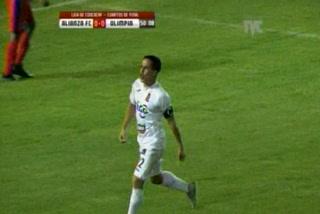 Rodolfo Zelaya anota el 1 - 0 del Alianza ante el Olimpia