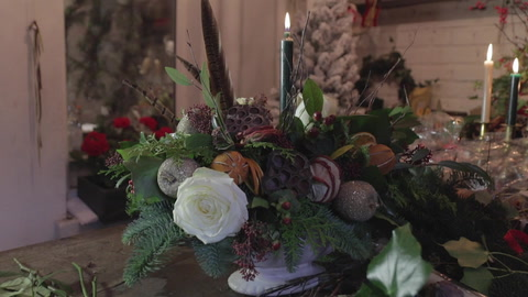 Video: how to make a Christmas centrepiece for your table