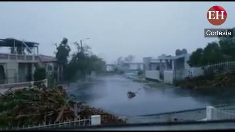 Poderoso Huracán María azota con fuerza en Bayamón Puerto Rico