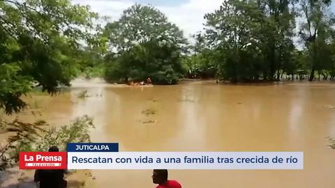 Rescatan con vida a una familia tras crecida de río