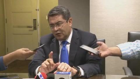 Juan Orlando Hernández brinda conferencia de prensa desde NY