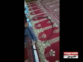 حیدرآباد میں بچوں پر تشدد کرنے کی ویڈٰیو سوشل میڈیا پر وائرل ہونے کے بعد پیش امام کو گرفتار کرلیا گیا۔