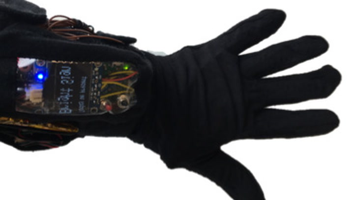 This Glove Translates Sign Language Into Speech