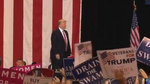 Trump fustiga a la prensa y se defiende en encendido discurso