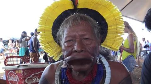 Cacique Raoni: jóvenes indígenas se alejan de su cultura