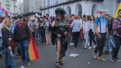 No nos discriminen, grita marcha del orgullo gay en Buenos Aires