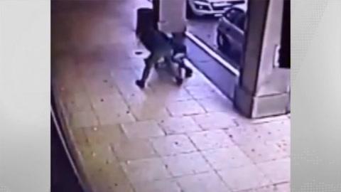 Vigilante pestato durante la rapina
