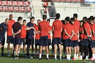Utilero del Sevilla le informa a la plantilla que le toca el Bayern