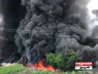 اسلام آباد میں ہفتہ وار بازار میں آگ لگنے سے سیکڑوں دکانیں خاکستر