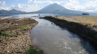 Contaminación acosa al lago de Atitlán en Guatemala CA
