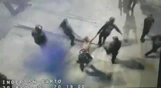 Policías rescatan a un hombre cuando era linchado en un pueblo de Ciudad de México