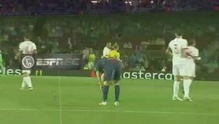 VIDEO: Messi se toma una pastilla en medio del partido y causa polémica