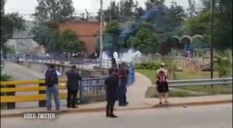 La Policía desaloja a los integrantes del MEU frente a la Unah