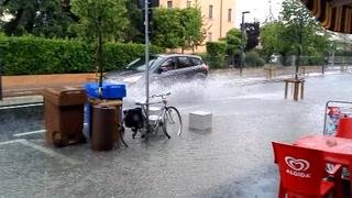 Bomba d'acqua, strade allagate