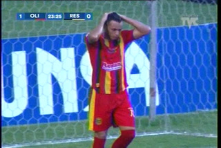 El terrible fallo de Ángel Tejeda solito frente a Donis Escober