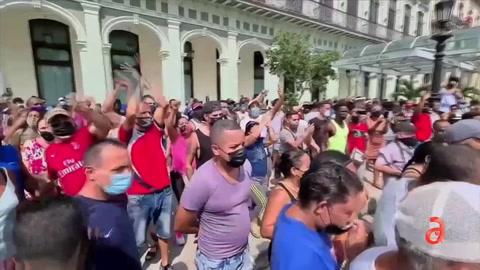 El Régimen se queda con gran porcentaje de remesas y el Papa se hace el ciego ante la crisis en Cuba