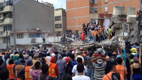 Potente sismo deja más de un centenar de muertos en México