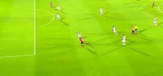 Roger Rojas saca a bailar a la defensa de Saprissa y anota su décimo octavo gol con el Alajuelense