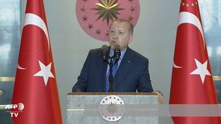 Erdogan acusa a EEUU de golpear a Turquía
