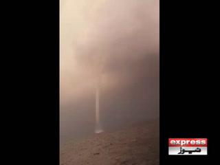 پاکستانی سمندری حدود میں جل بگولا دیکھا گیا، ویڈیو سامنے آگئی