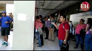 Estudiantes abuchean encapuchados del MEU por sacarlos de clases