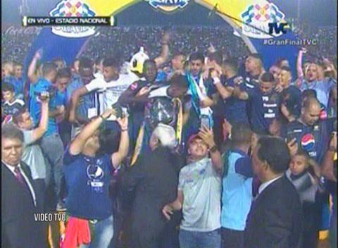 Motagua levanta su copa 15 pasando por encima del Honduras Progreso