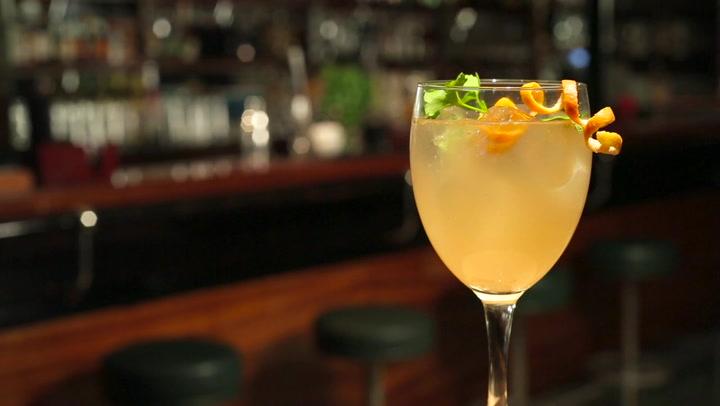 Clase de coctelería: aprende a hacer un \'gin tonic\' bajo en calorías