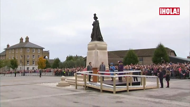 Una inauguración con mucho significado para Isabel II