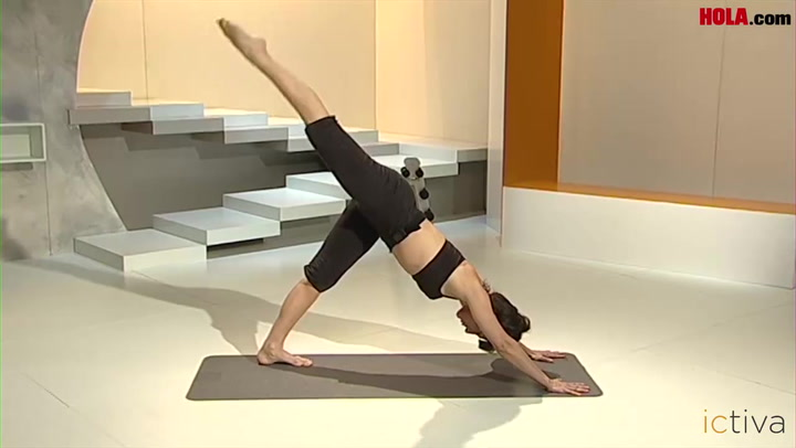 Ejercicio de la Pirámide de pilates para estirar todo el cuerpo