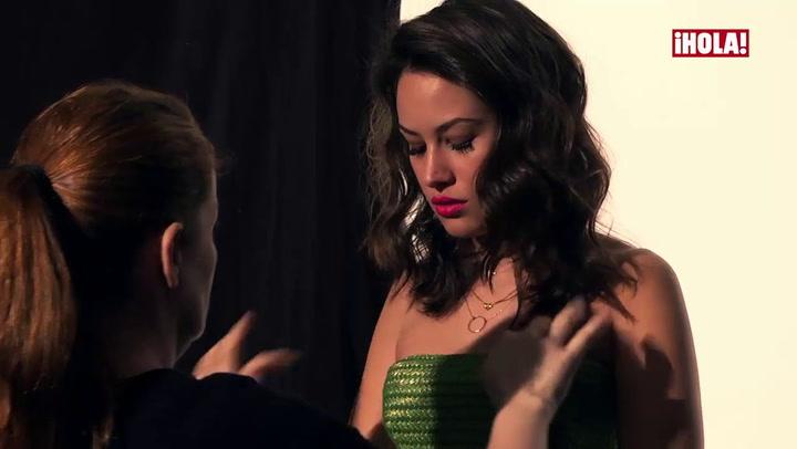 Así fue la sesión de fotos para ¡HOLA! de Aida Folch, una actriz \'non stop\' que seduce a la cámara