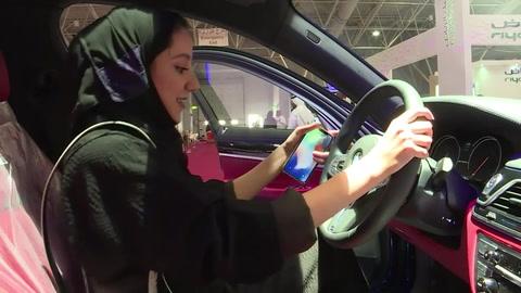 Las sauditas listas para hacer historia al volante en su país