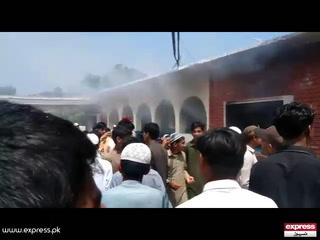 پشاورمیں پولیو کے قطرے پینے سے بچوں کی حالت غیر، بنیادی صحت مرکز نذرآتش