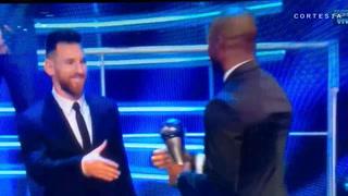 David Suazo hace entrega al mejor equipo en premios The Best