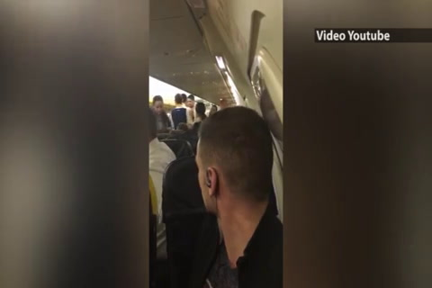 Dos chicos causan problemas en Ryanair