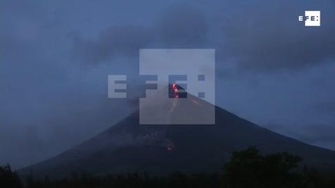 Más de 36.000 evacuados por la erupción del volcán filipino Mayon