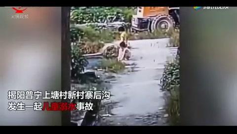Tres niños mueren ahogados intentándose ayudar uno con otro