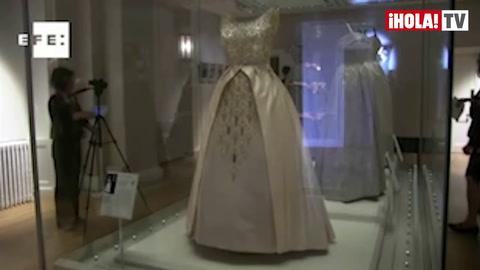 Tres armarios \'reales\' narran la historia de la moda británica en el siglo XX