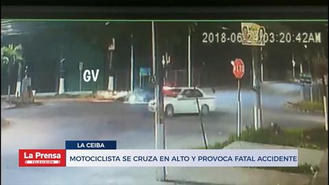 Motociclista se cruza en alto y provoca fatal accidente