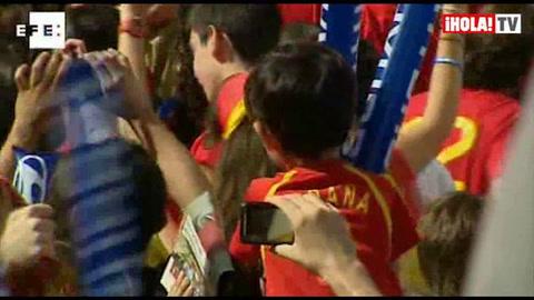 Miles de aficionados siguieron en partido España-Italia en el Bernabéu
