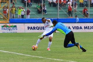 Olimpia derrota 2 - 0 a Platense al término del primer tiempo