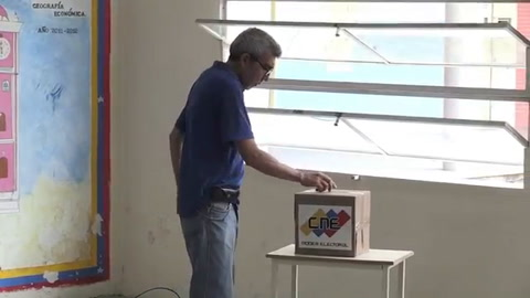 Los venezolanos eligen alcaldes en clima de escepticismo