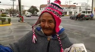Doña Julia, la abuelita canillita que es ejemplo de superación en México