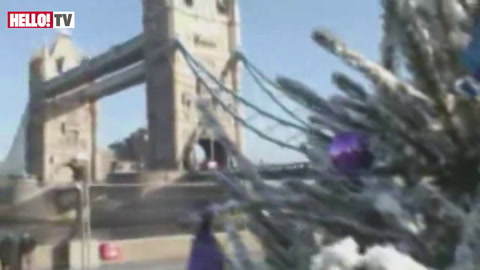 Alexandra Burke entertains Londoners with a medley of seasonal songs